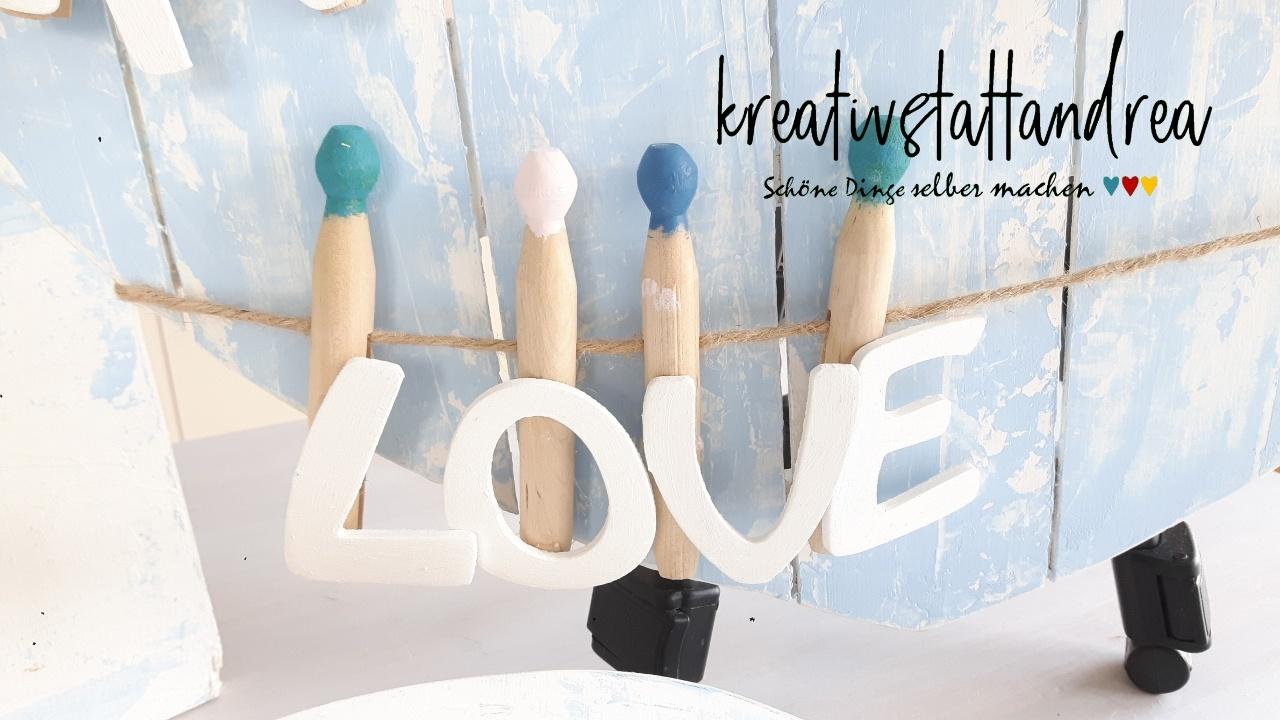 diy-dekoidee-herz-holz-valentinstag-schriftzug-kreidefarbe-lignocolor-lattenrahmen-rayher-spachteltechni-hasengitter-drahtgitter-kreativstattandrea-selber machen-7